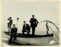 """José de Almada Negreiros, a bordo do """"Lisbonense"""", no Portinho da Arrábida, com colegas do Colégio dos Jesuítas"""
